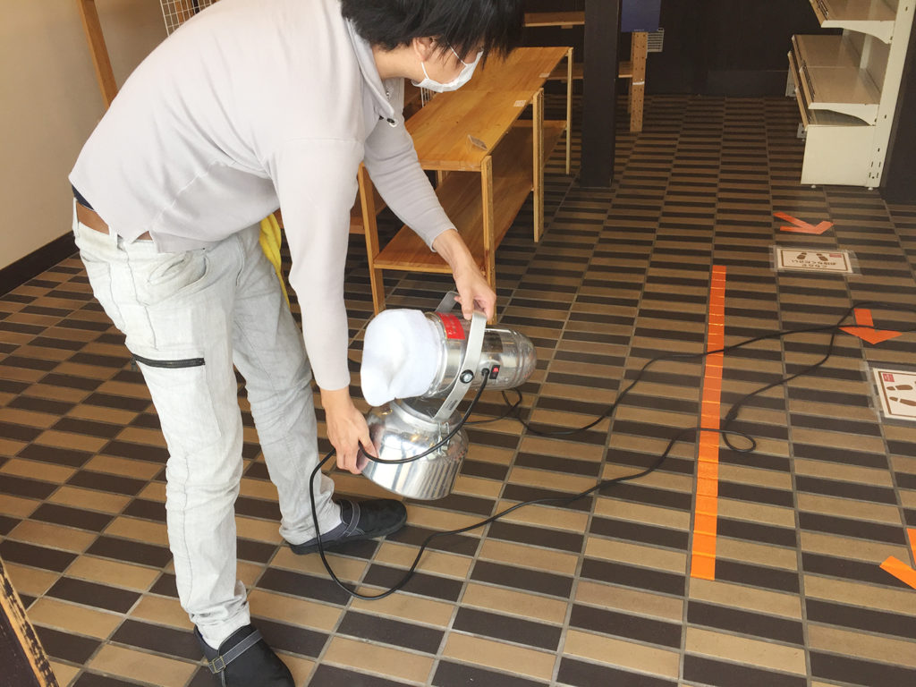 天井、壁、家具などを抗菌施工